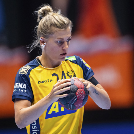 24 Nathalie Hagman