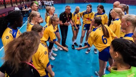 Häften debutanter när U16-damerna åker till Spanien