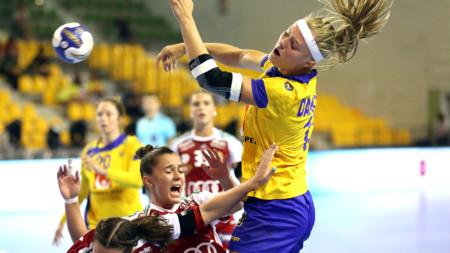 Tuff inledning på VM för U18-damerna