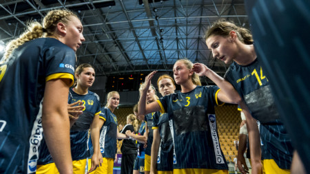 Dubbla träningsdagar för U19-damerna