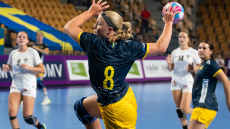 U17-damerna semifinalklara