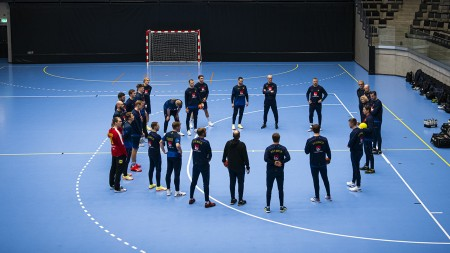 Även hemmamatchen mot Montenegro uppskjuten